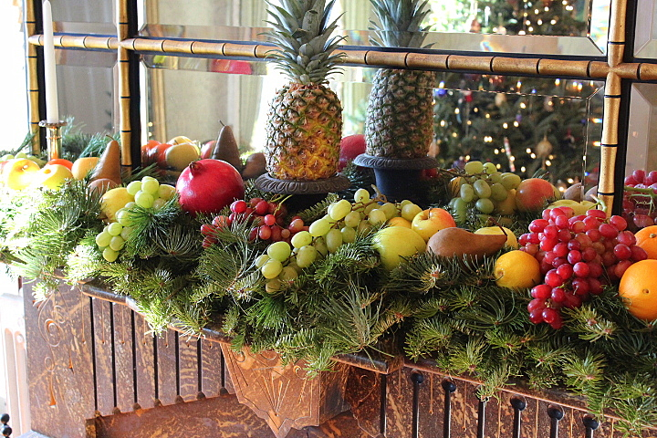 Christmas: How to Decorate A Mantel