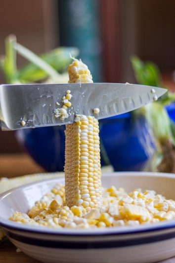 corn souffle remove kernels with knife 8-27-16