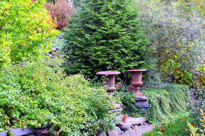 Sip & Stroll Tour: The Serpentine Garden in Autumn
