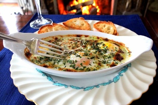 shirred eggs with herbs and garlic