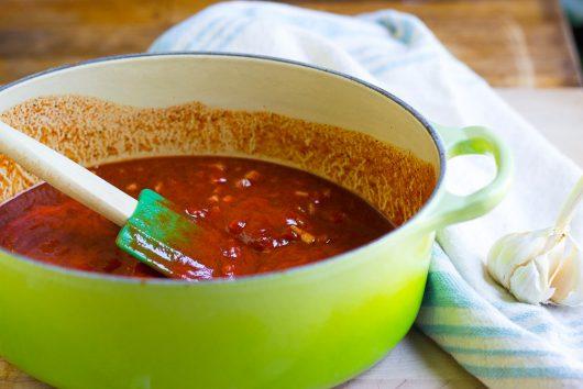 BBQ sauce stir with green spatula 8-03-16
