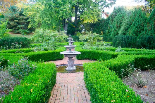 garden-tour-boxwood-fountains-10-17-16